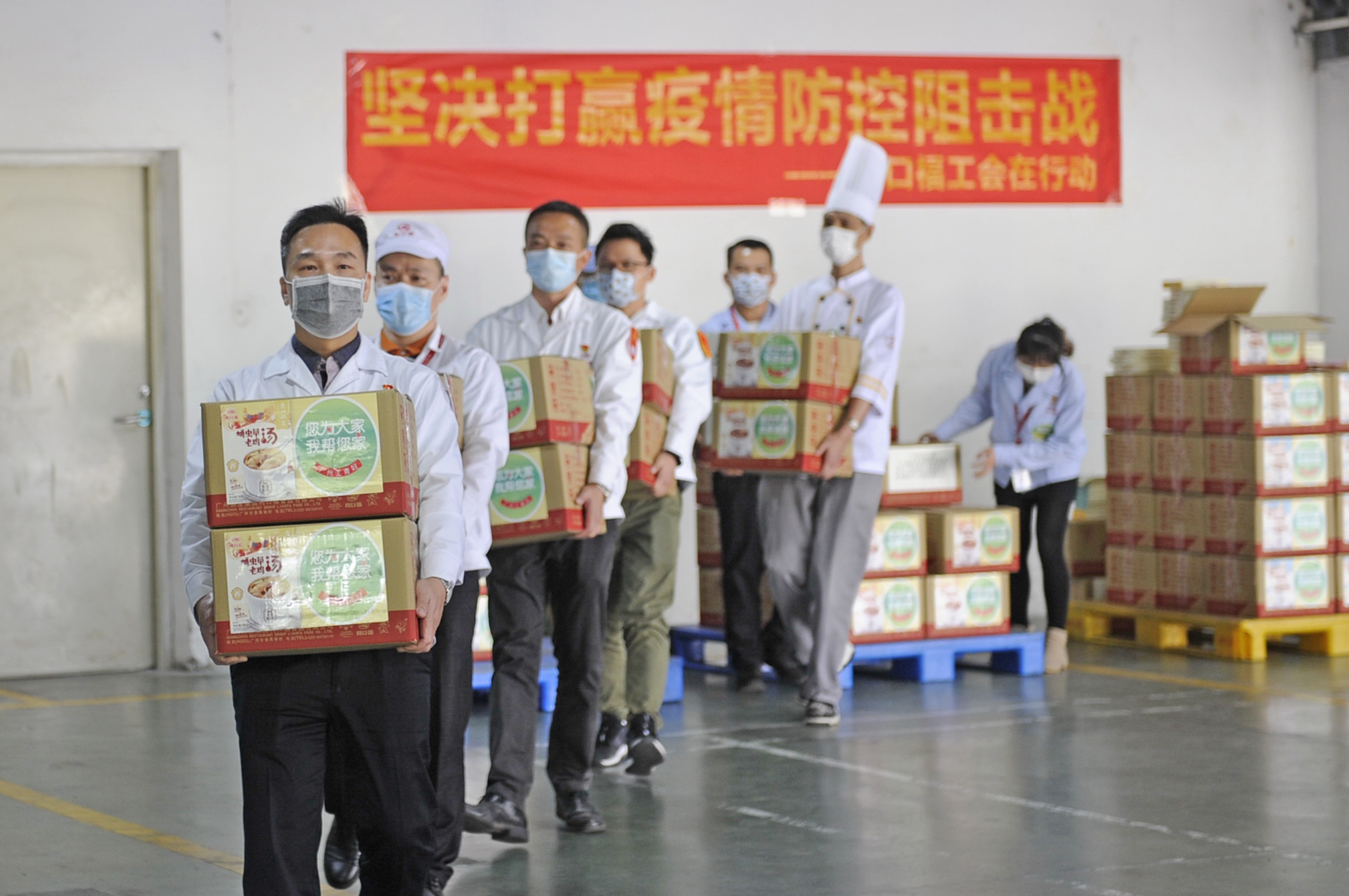 粤菜师傅精心制作 驰援湖北荆州的医疗队员喝上了广府靓汤